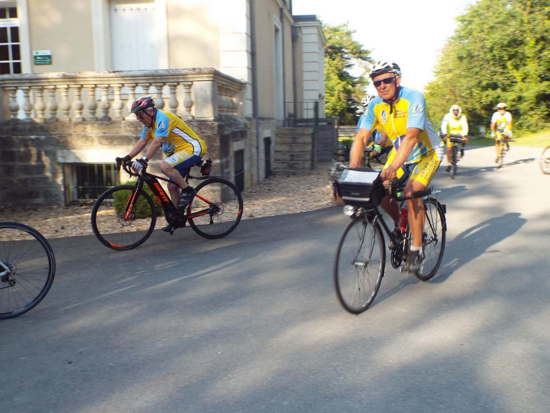 départ des cyclistes